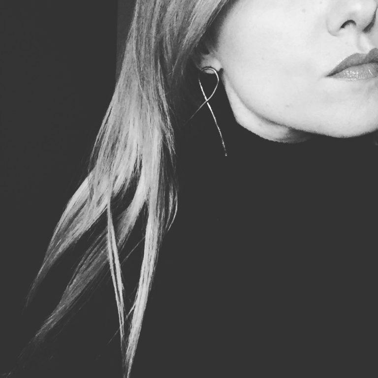 knot silver mono earring