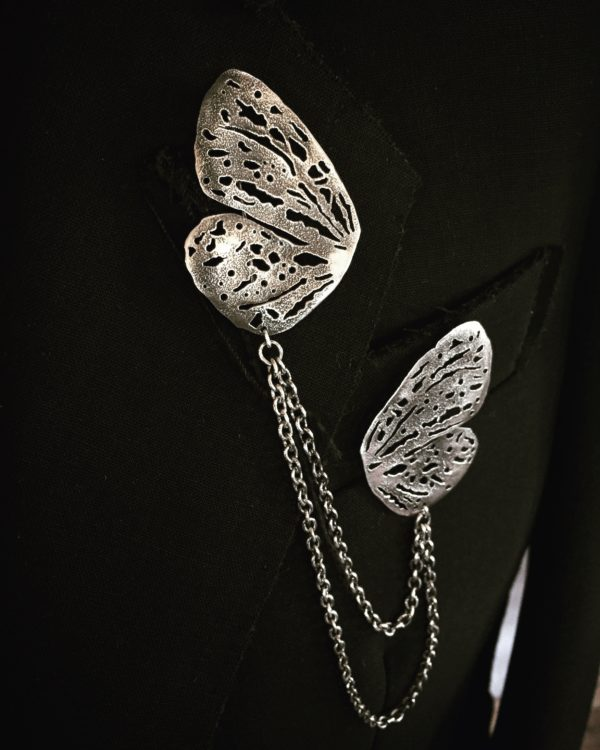 silver wings collar brooch