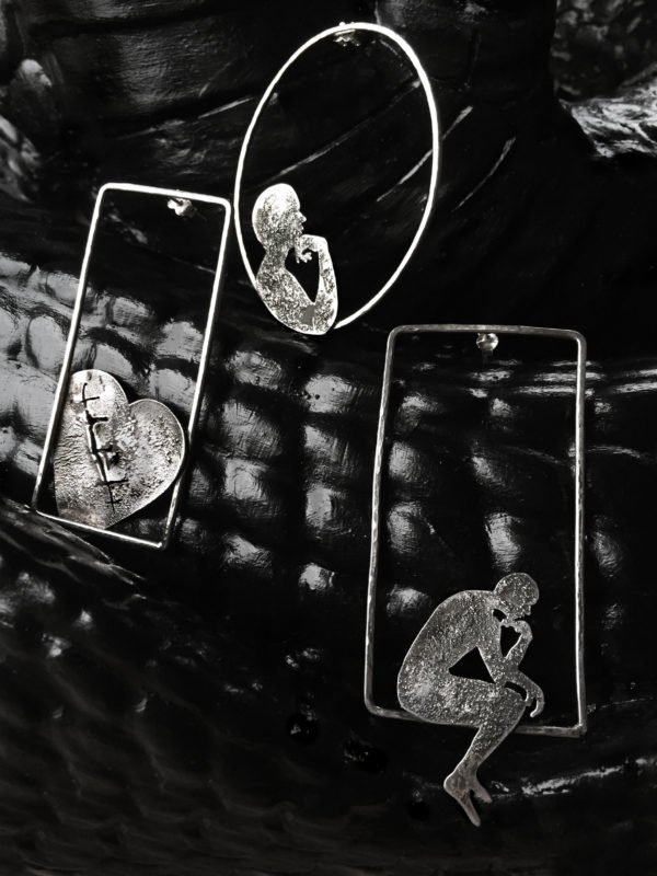 the cage earrings black contrs