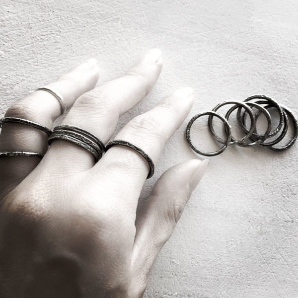 the grid rings hand