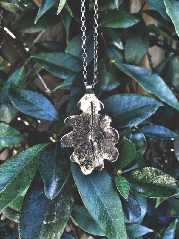 oak necklace grren leaves